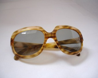 Amazing Vintage  Women's Sunglasses - See our huge collection of vintage eyewear