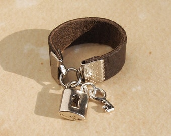 Brown leather Lock and Key Ring sz 4-16