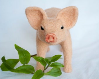 Needle felted piglet, pink.