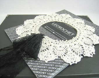 Exclusive ivory crochet collar