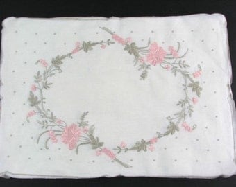 1940s Embroidered  Linen Placemats (8)  and Napkins (10)