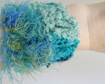 Crocheted cuff in teal and green