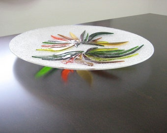 Transparent fused glass plate with colored glass decoretions
