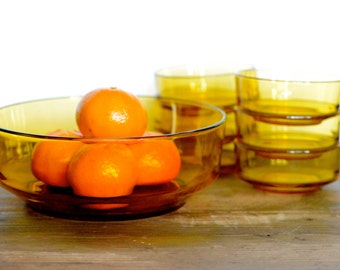 Bormioli: Italian amber salad bowl with six serving bowls