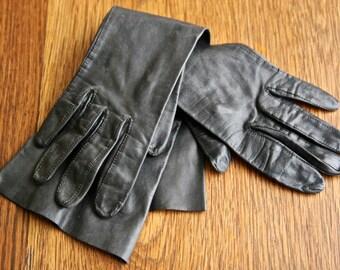 Gorgeous vintage pair of black leather gloves