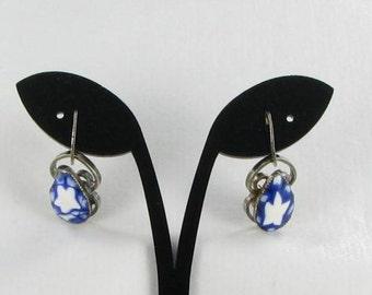 Blue white art glass screw back earrings silver tone vintage dangle