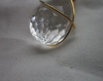 Vintage Lucite Large Faceted Pendant in Gold Tone Wire Pretty