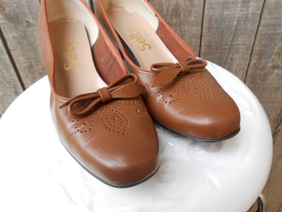 70s Vintage Oxford Heels, Light Brown Supple Leather, Fall Shoes, Size 7 AA