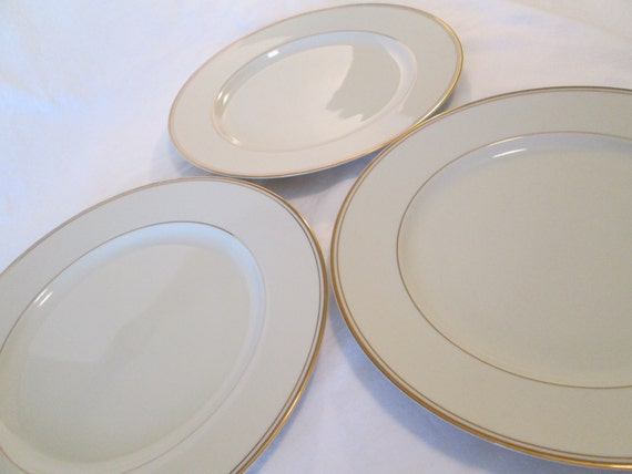 Vintage Mikasa Ivory China Trousdale L2801 Dinner Plates - Set of 3