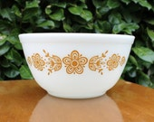 """Pyrex """"Butterfly Gold""""  Mixing Bowl"""