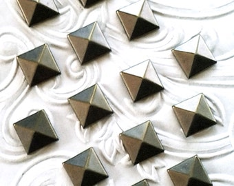 "Bronze (Antique Gold) Square Metal Pyramid Studs 7 mm (approx. 1/4"") Hot Fix (HotFix) Iron On or Glue On Flat Back Studs/ 100 pcs."
