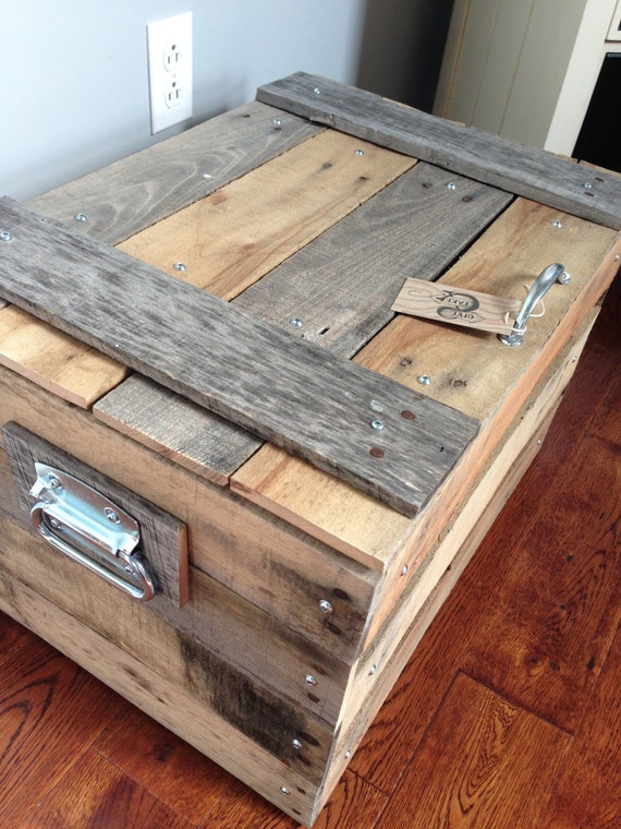 Small storage trunk chest made of repurposed pallets