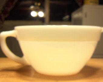ANCHOR HOCKING FIREKING milkglass 1 1/2 qt batter bowl