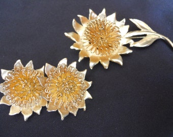 Sweet Vintage Flower Brooch Pin and Clip Earrings Set - Daisy, Sunflower, Goldtone 1950s