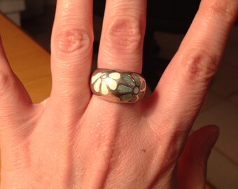 ON SALE Sterling Silver Ring With Green and White Enamel Flowers Size 6.5