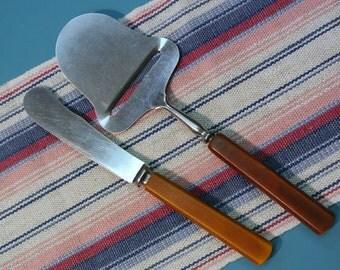 Vintage 1950s tested goldbrown and brown bakelite plastic cheeseplaner and butterknife