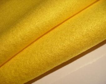 2 felt sheets banana yellow (550)