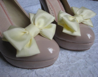 Cream shoe clips Bridal shoe clips Ivory shoe bows Ivory cream shoe clips Cream shoe clips Bridal shoes Bridesmaids shoes Ivory shoes