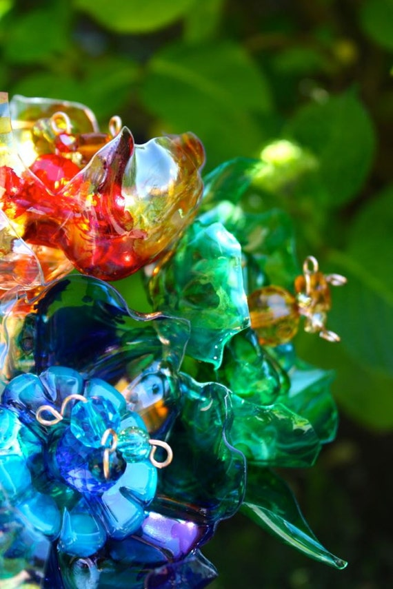 Unique garden art yard stakes 3 unique flowers recycled for Recycled glass flowers