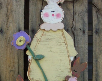 Welcome Spring with this Wood Craft Pattern of a Momma Bunny with her adorable Babies.