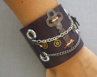 B14 Steampunk Vintage Watch Gears and Skeleton Key Leather Cuff -- FREE SHIPPING