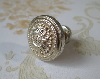Shabby Chic Dresser Knob Pull Drawer Knobs Pulls Handles Antique Silver Sun Flower Cabinet Handle Pull Knob / French Country Home Decor 106