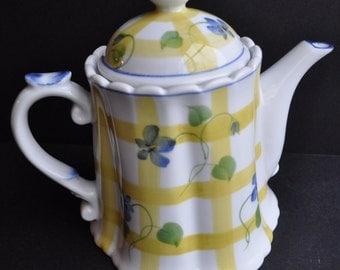 Pretty Andrea Sadek Porcelain Teapot