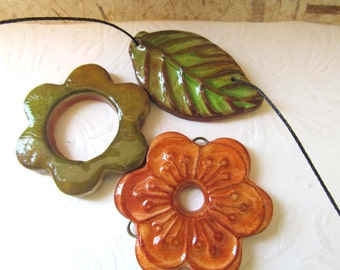 Handmade polymer clay beads faux ceramic leaf flower  made by Hilla (006)
