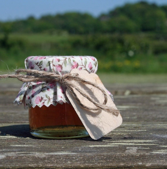 Honey Wedding Favour with a Pink Rosebud Cover and Wooden Tag