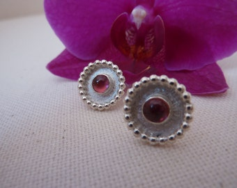 Stud/earring in sterling silver with bright pink tourmaline cabochons