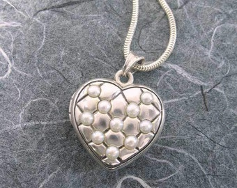 Silver Victorian Quilted Heart 2 Pictures Locket