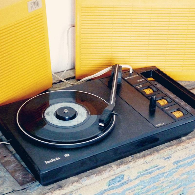 platine tourne disque radiola orange vintage 1970. Black Bedroom Furniture Sets. Home Design Ideas