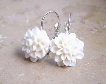 "Earwire ""Delicate Chrysanthemum"" white"