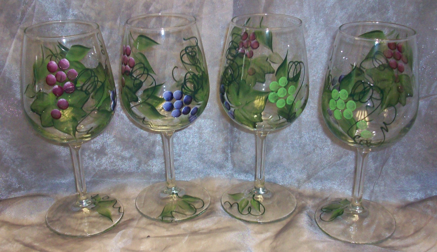 Hand painted grape design wine glasses set of 4 for Hand designed wine glasses
