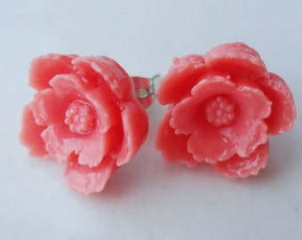 Flower 14mm Resin Post Earring white or coral