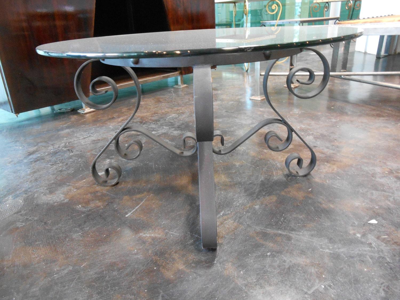 Mesa de herreria fina circular de hierro forjado y remachado - Mesa de hierro ...
