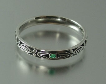 AUGUSTIN silver band with Emerald accents