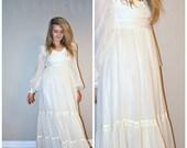 Boho wedding dress / vintage 1970s boho white GAUZE GUNNE SAX hippie chic wedding dress extra small