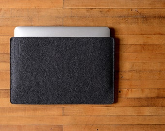 "Simple 12"" MacBook Sleeve - Charcoal Felt - Long Side Opening"