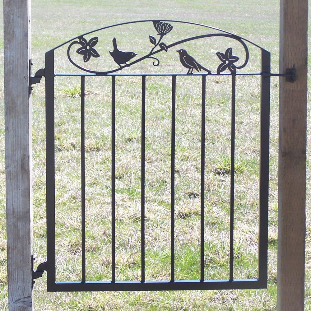 Metal art iron garden gate with birds and flowers for Outdoor garden doors