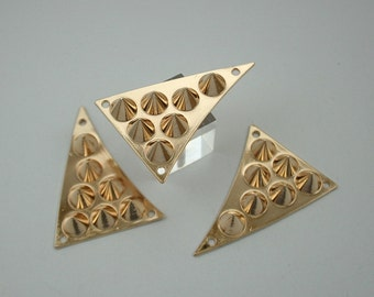 5 pcs Zinc Gold Triangle Spikes Charms Pendants Decorations Findings. CHPS3447