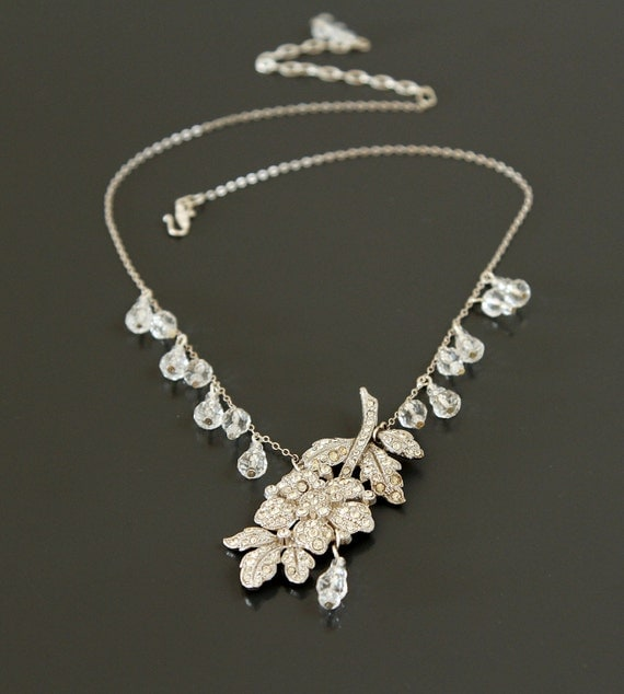 Love Blossoms in the Garden. Vintage Art Deco Rhinestone Flower Necklace.
