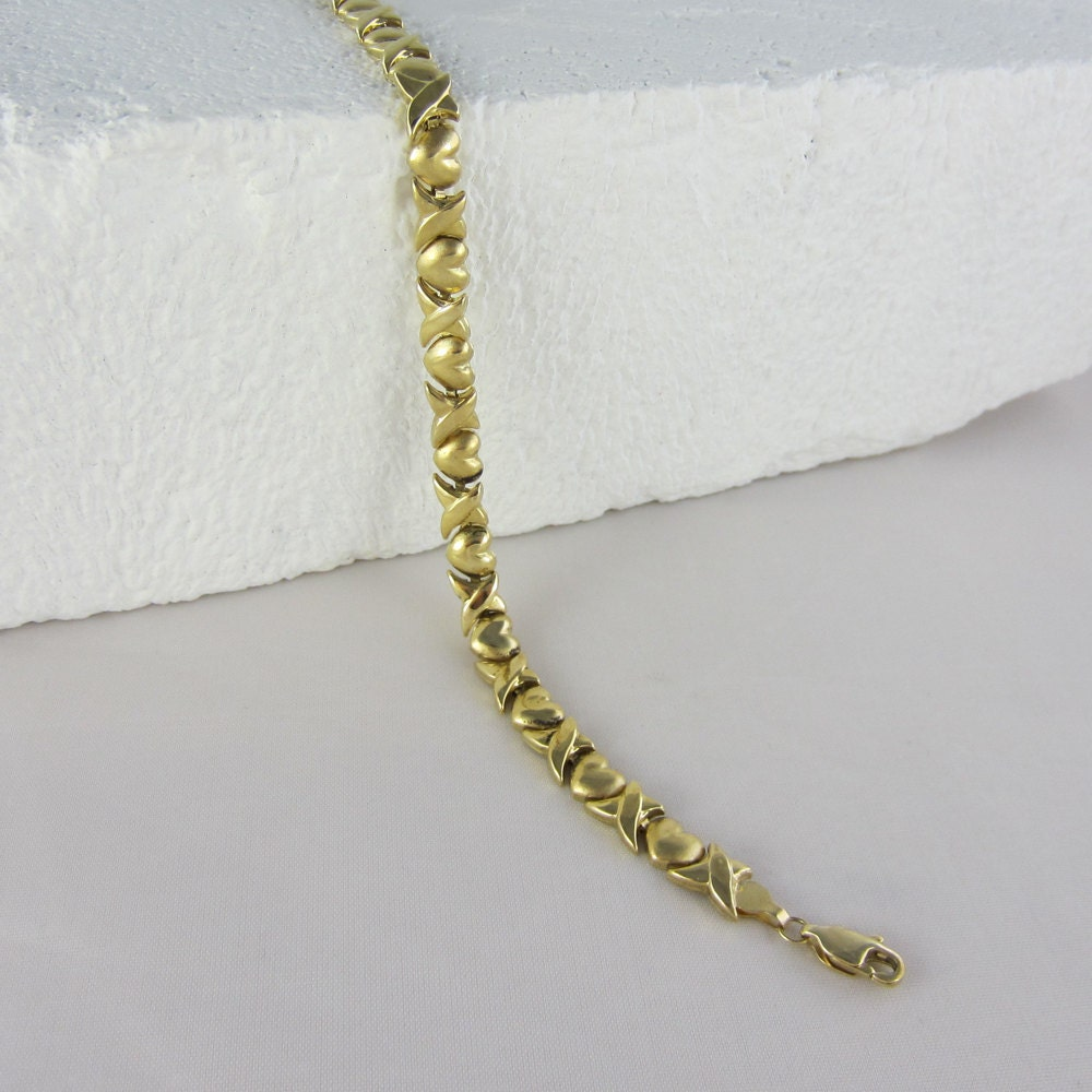 Xoxo Gold Bracelet: Vintage Yellow Gold Heart Bracelet. Hugs And Kisses XOXO