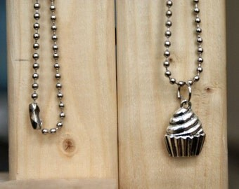Cupcake necklace - FREE chain!