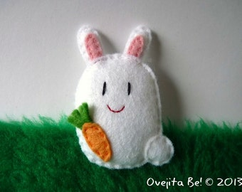 "Felt bunny brooch, white, ""Jumper"""