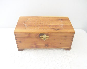 Carved Floral Wood Treasure Gold Chest Jewelry Dovetail Box with Mirror //