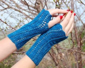PDF Crochet Pattern - She Walks in Beauty Fingerless Gloves