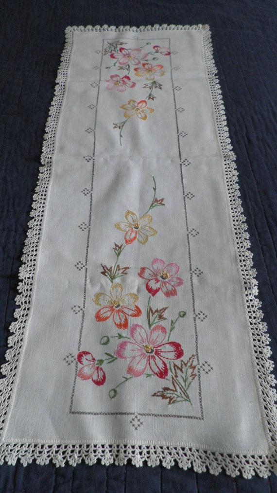 Set Of 4 Beautiful Vintage Embroidered Dresser Scarves Floral