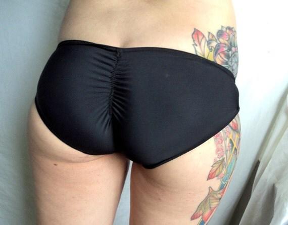 bikini-butt-powered-by-phpbb