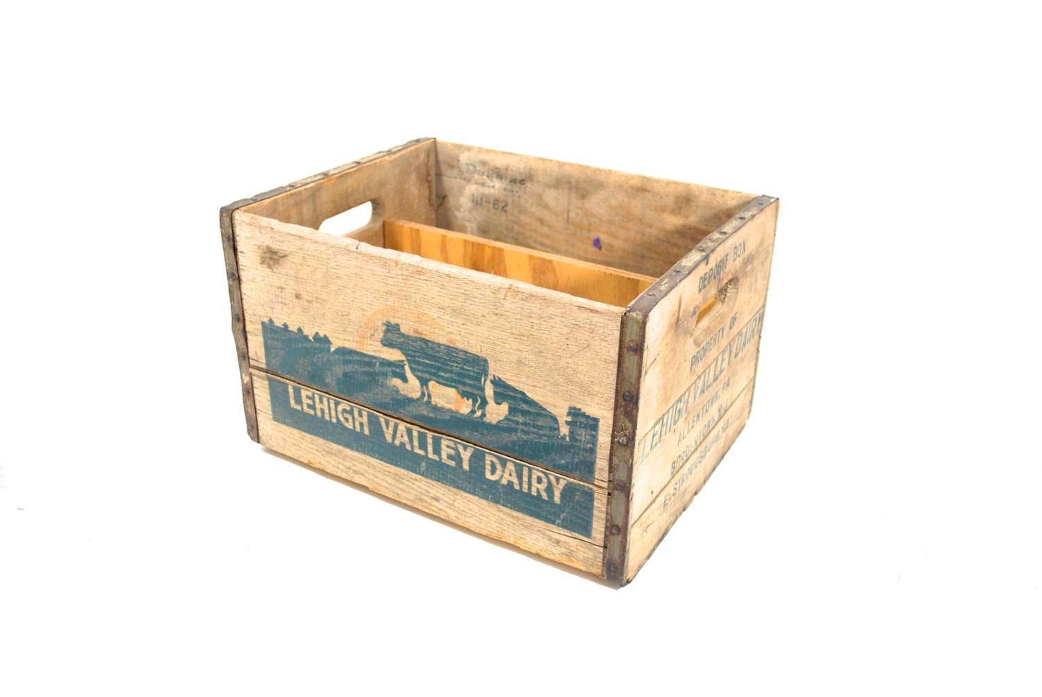 Vintage milk crate dairy box home decor for Decorating with milk crates